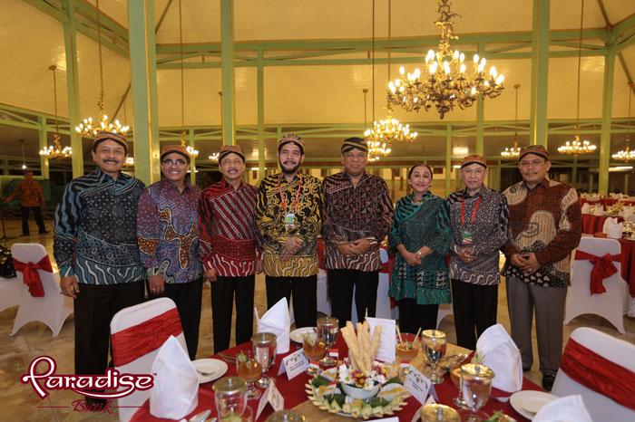 Para Hakim Tinggi MKRI mengenakan Busana Paradise Batik